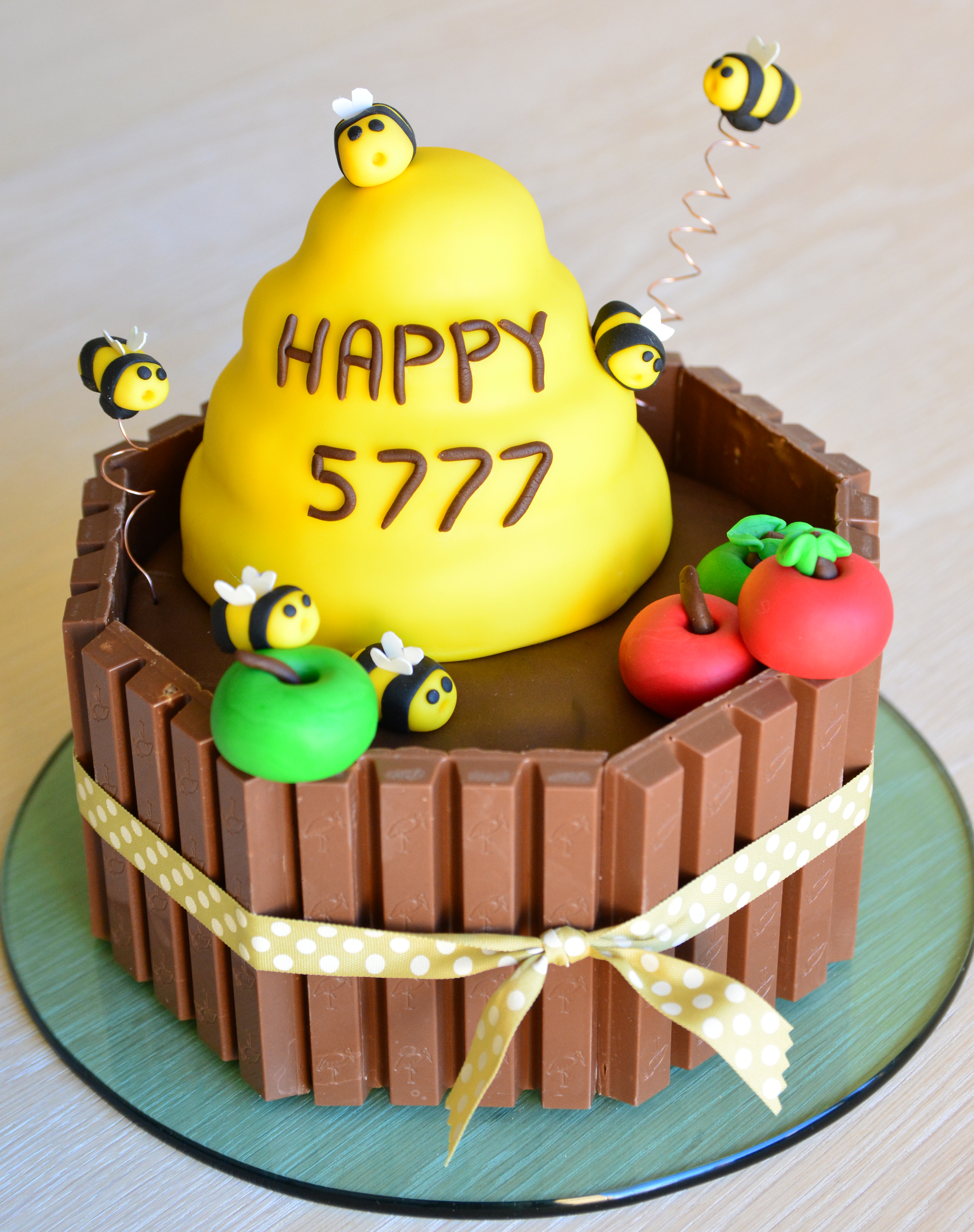 Bee Small Cake